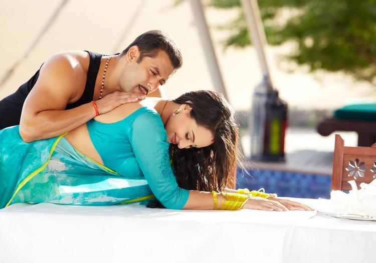 Salman And Sonakshi Sexy Song Photo From Movie Dabangg 2