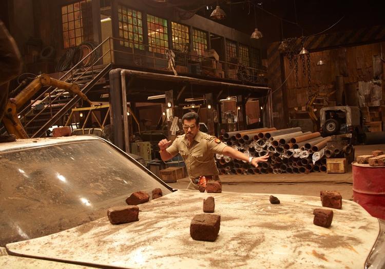 Salman Khan Fight Scene In Movie Dabangg 2