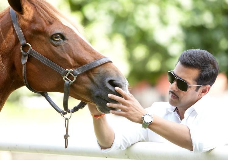 Salman Khan Rocking Look Still From Movie Dabangg 2