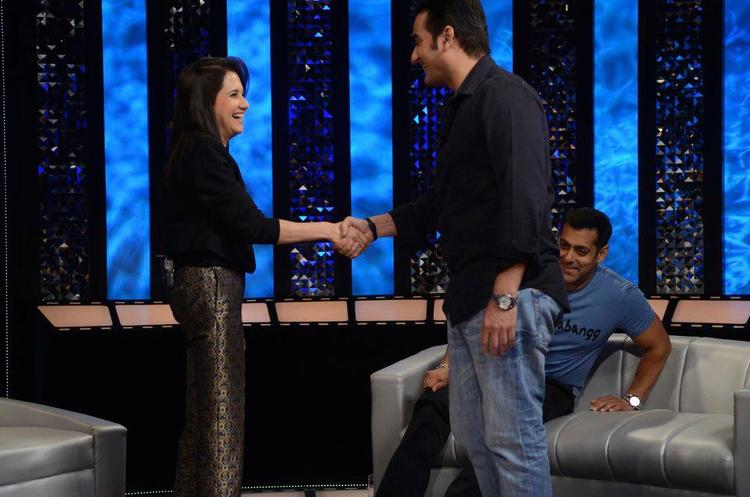 Anupama Shake Hands With Arbaaz On The Front Row Show