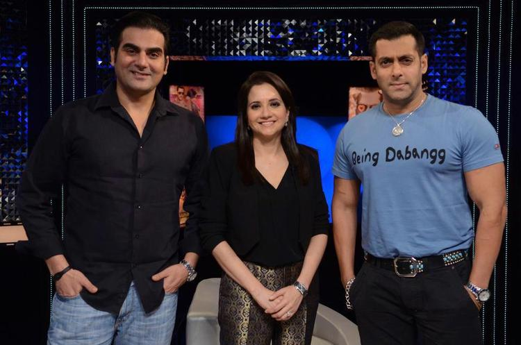 Arbaaz,Anupama And Salman Posed For Camera On The Front Row Show