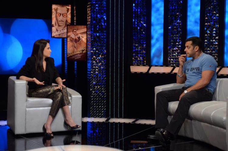 Salman And Anupama Chatting Photo On The Front Row Show