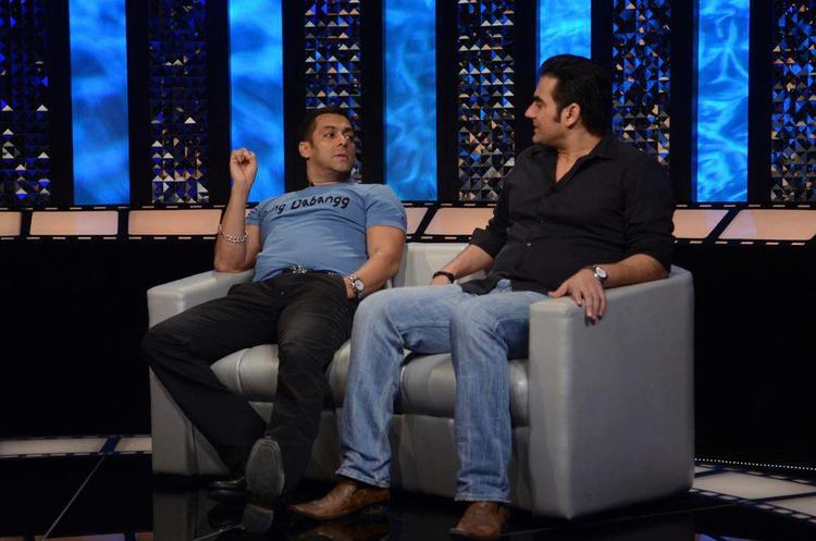 Salman And Arbaaz Present On The Front Row Show To Promote Dabangg 2