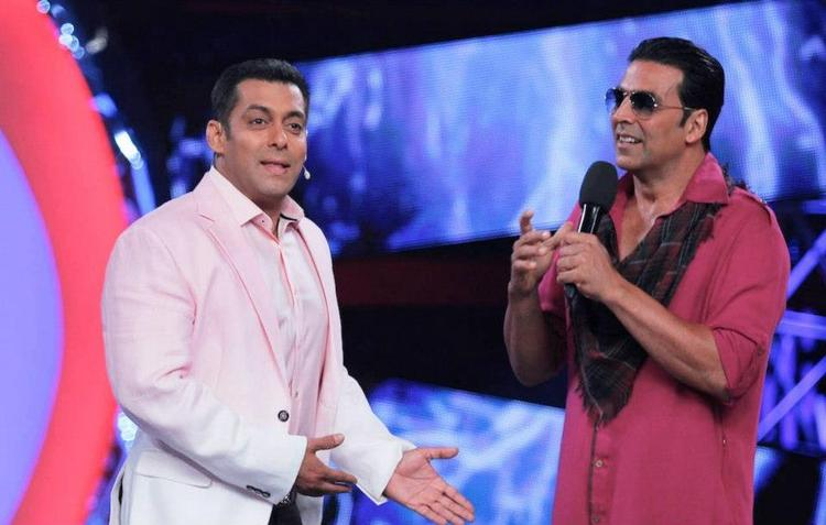 Akshay And Salman During The Promotion Of Khiladi 786 On Bigg Boss 6