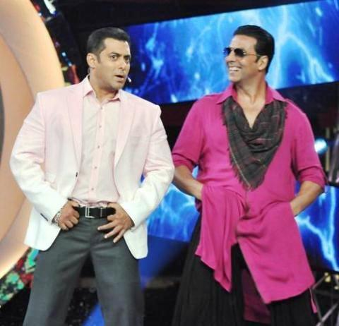 Akshay And Salman Promoting Khiladi 786 On Bigg Boss 6 Set