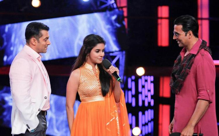 Akshay,Salman And Asin Promoting Khiladi 786 On Bigg Boss 6 Set