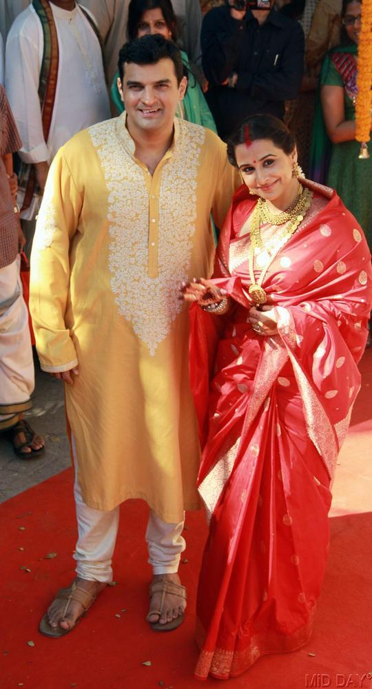 Siddharth And Vidya Posed For Camera At Their Wedding Ceremony