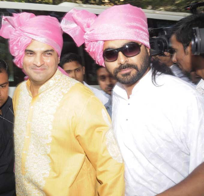 Siddharth Roy Kapoor The Groom In Pagadi Posed For Camera In The Wedding Bash