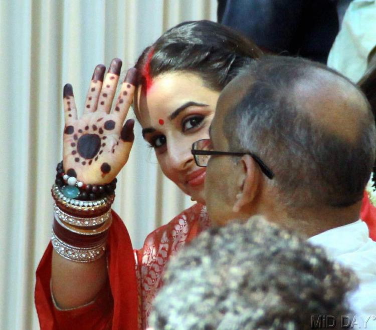Vidya Balan With Her Father P K Balan Smiling Still At The Wedding Ceremony
