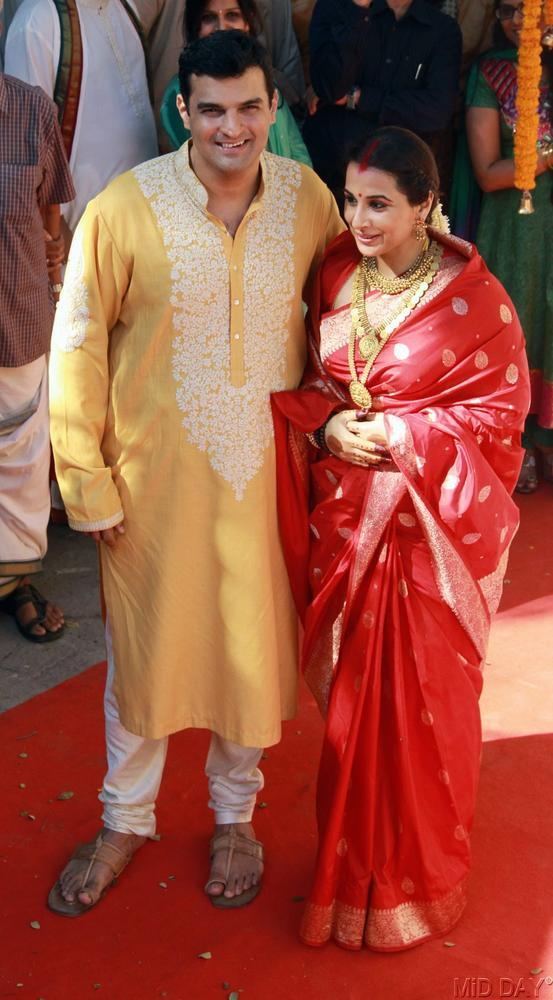 Vidya The Newly Wed Blushing Bride Poses With Husband Siddharth At Their Wedding Ceremony