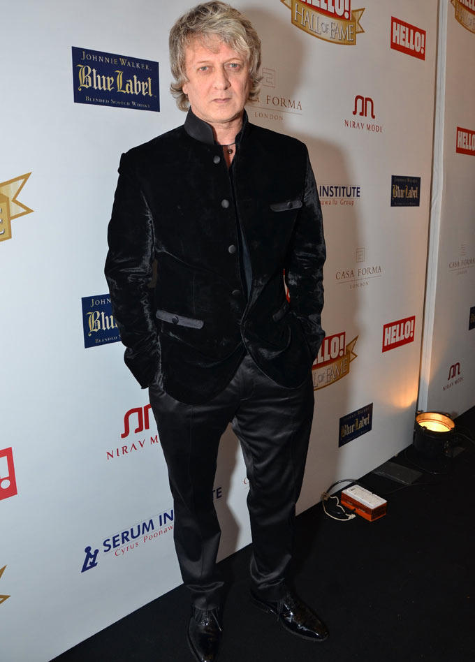 Rohit Bal Posed For Camera At Hello Hall Of Fame Awards 2012
