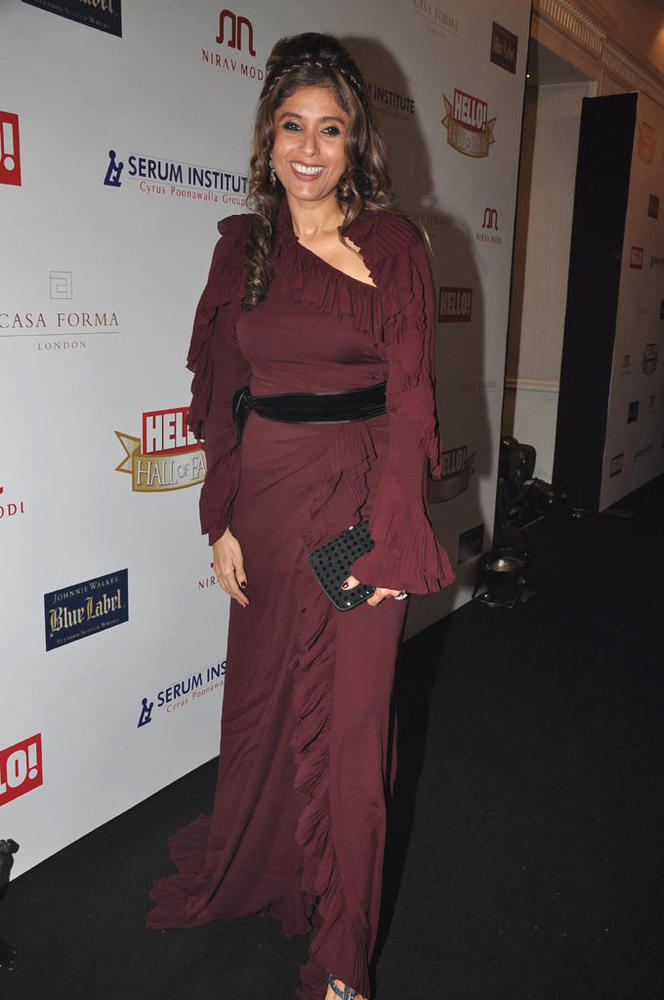 Roohi Posed For Camera At Hello Hall Of Fame Awards 2012