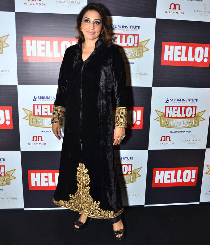 Ruchika Mehta In A Black Golden Dress At Hello Hall Of Fame Awards 2012