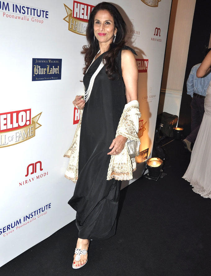 Shobha De Looked Gorgeous In A Black Dress At Hello Hall Of Fame Awards 2012