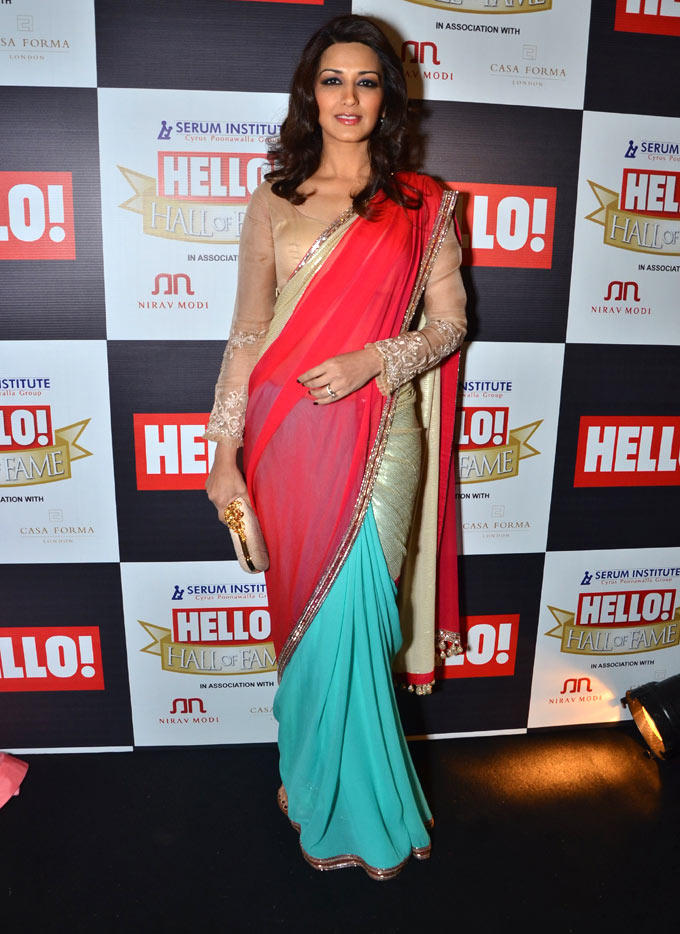 Sonali  Looked Radiant And Beautiful At Hello Hall Of Fame Awards 2012