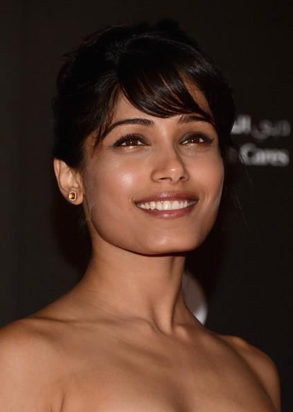 Freida Cute Smiling Pose At A Charity Gala At The Dubai International Film