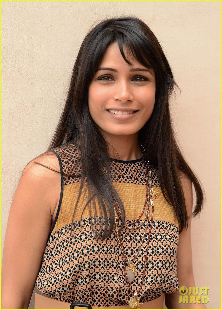 Freida Pinto Glamorous Look Still At Dubai Film Festival Portrait Session
