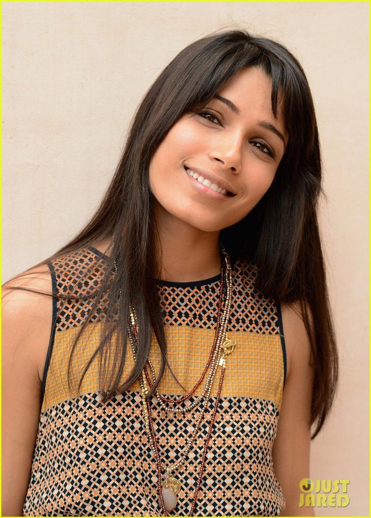 Freida Pinto Nice Look With Cute Smiling Still At Dubai Film Festival Portrait Session