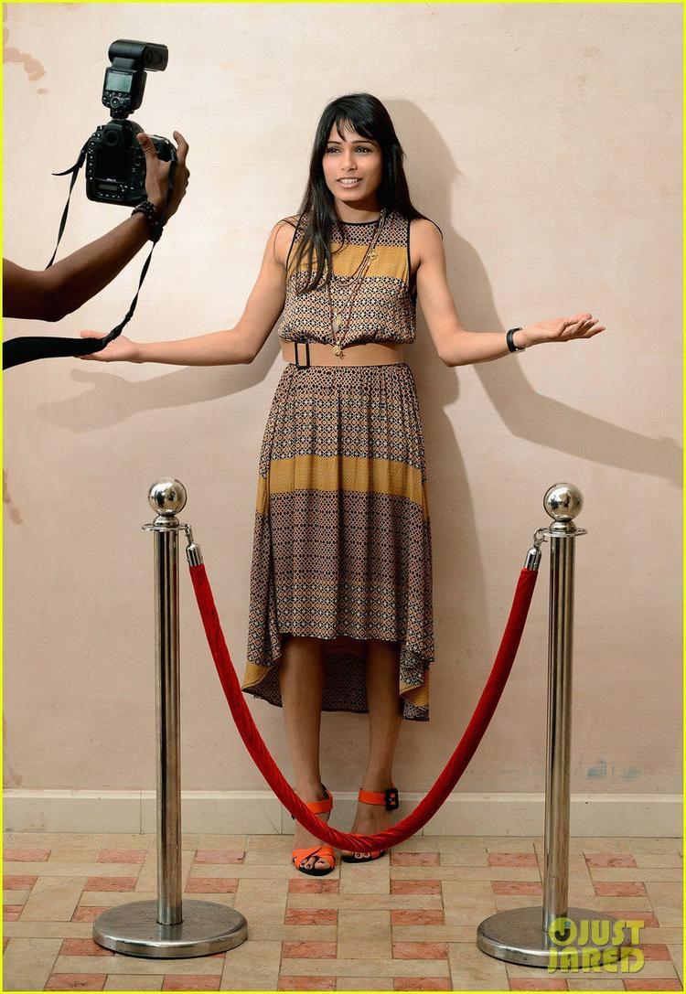 Freida Pinto Pose For A Cameraman At Dubai Film Festival Portrait Session