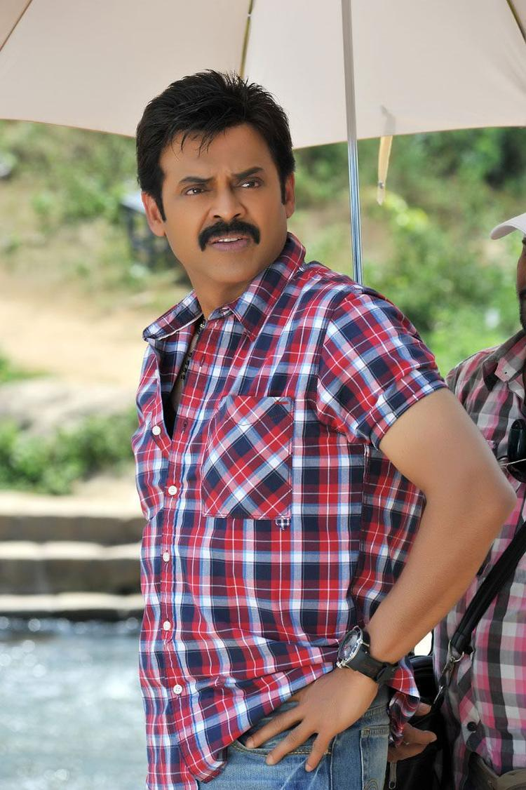 Venkatesh Dapper Look Photo From Movie Seetamma Vakitlo Sirimalle Chettu