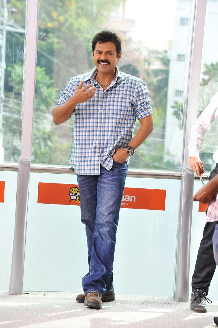 Venkatesh Nice Walk Photo Still From Telugu Movie SVSC