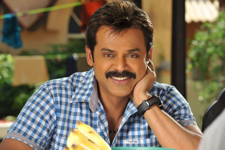 Venkatesh Smiling Photo Still From Movie Seetamma Vakitlo Sirimalle Chettu