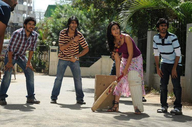 Shriya With Abhijeet,Sudhakar And Kaushik Cricket Playing Photo From Movie Life Is Beautiful