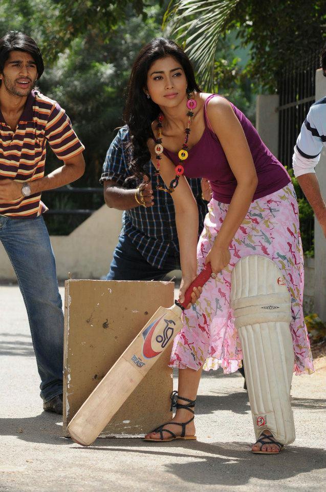 Shriya Saran Batting Pose Photo From Movie Life Is Beautiful