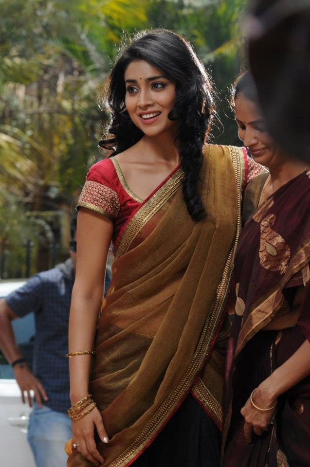 Shriya Saran Smiling Still From Movie Life Is Beautiful