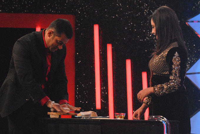 Rashmi Comes To Meet Salman On The Sets Of Bigg Boss 6
