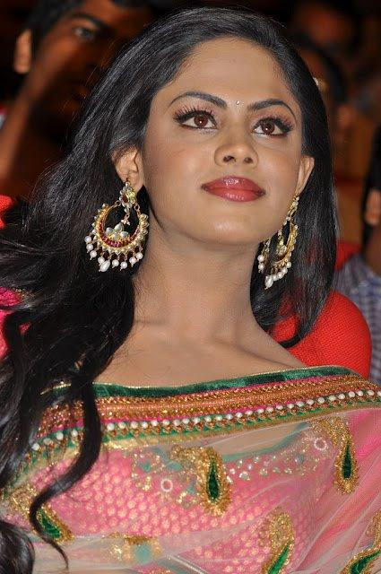 Karthika Completed Her Look With Flowing Hair Still