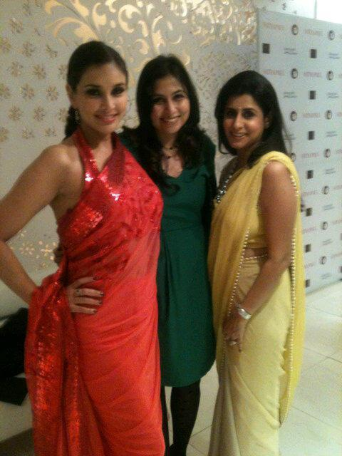 Lisa Ray With Friends Pose For Photo At The Auction Of Satya Paul Saree