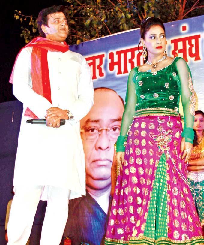 Ravi And Pakhi On The Stage At Uttar Bhartiya Sangh's 63rd Foundation Day