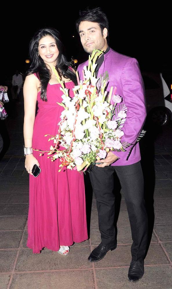 Telly Actor Vivien With Wife Vahbbiz Posed For Camera At Abhinav And Ashima Shukla Wedding Reception