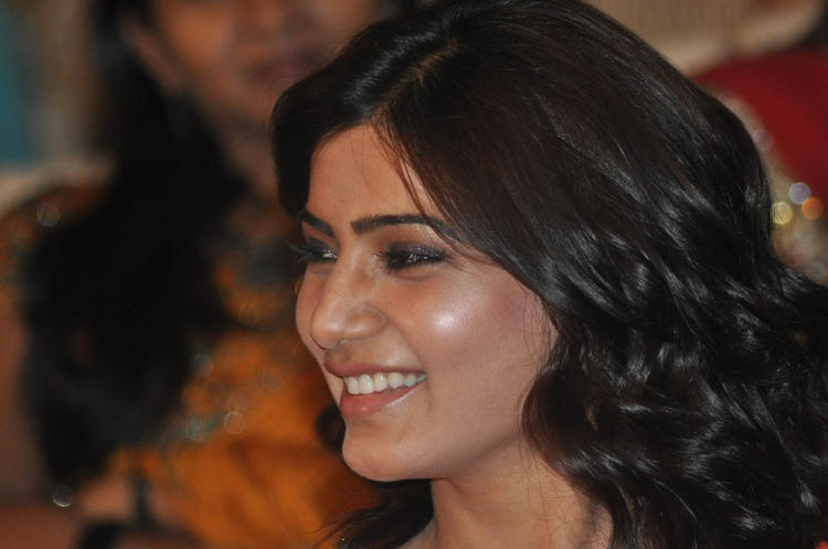 Samantha Cute Smiling Still At SVSC Audio Launch Function