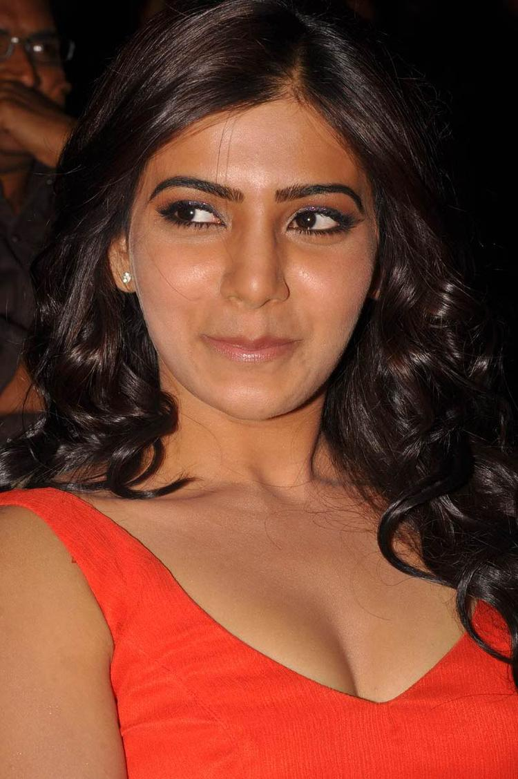 Samantha Sexy Look Still At SVSC Audio Launch Function