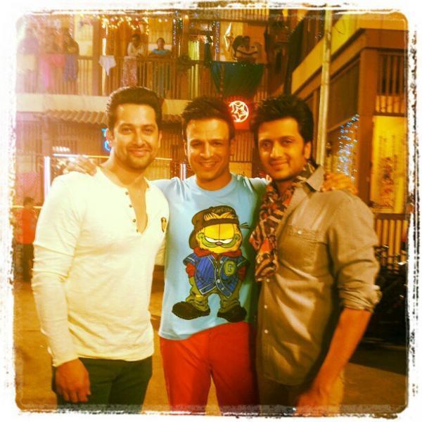 Vivek,Aftab And Riteish Posed On The Sets Of Grand Masti