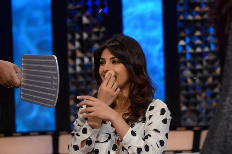 Priyanka Chopra Smiling Face Look On The Front Row Show