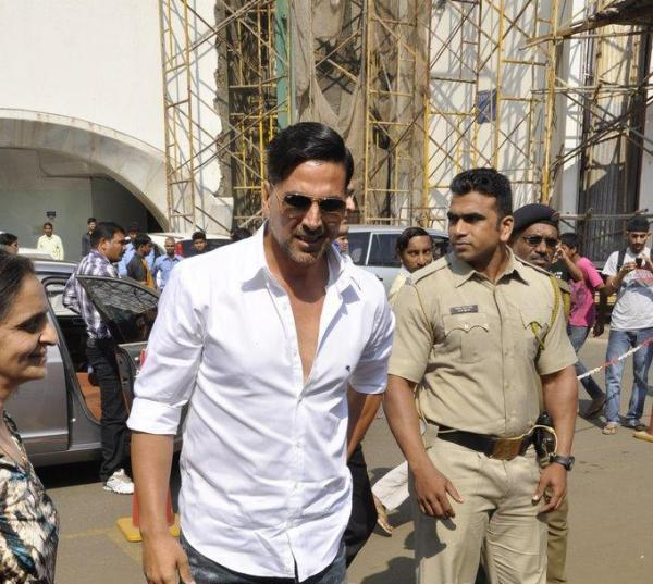 Akshay Kumar Walks On At 10th Upper Crust Food And Wine Show 2012