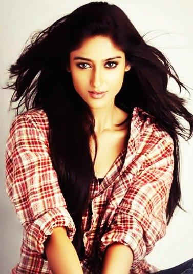 Ileana D'Cruz Sexy Expression Photo Shoot