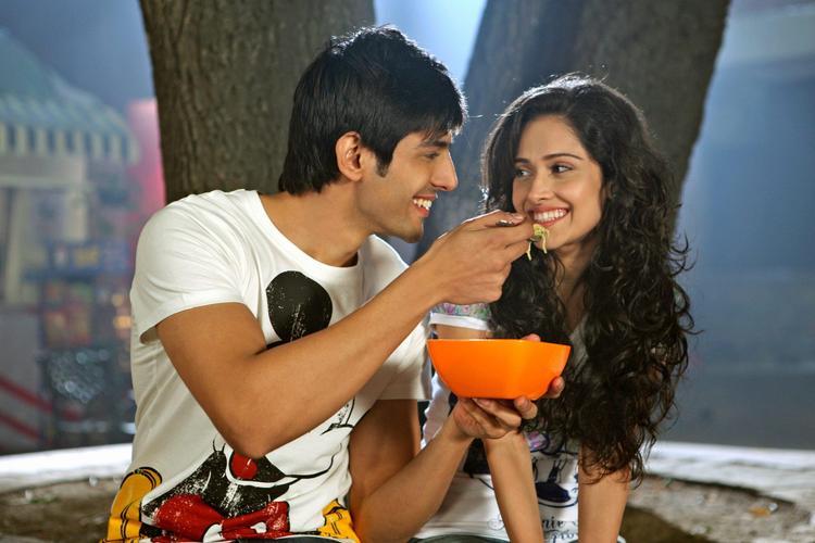 Kartik And Nushrat Feeding Still From Movie Akaash Vani