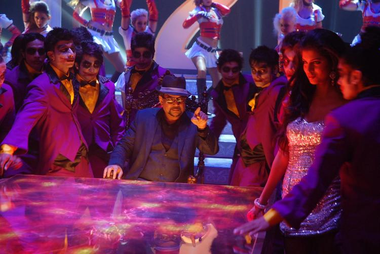 Paresh Rawal And Tena Photo Clicked During A Dance On Movie Table No. 21