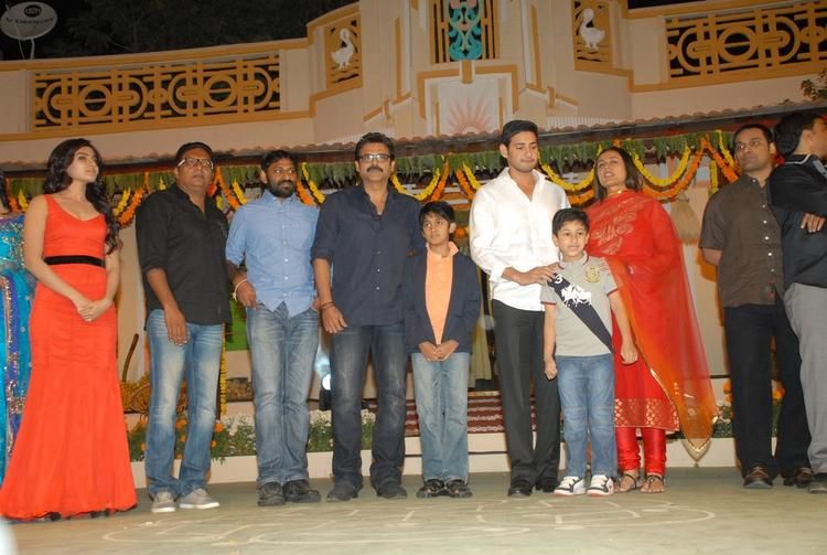 Venkatesh With Son Arjun,Mahesh With Wife Namrata And Son Gautam,Samantha And Prakash Clicked At SVSC Audio Release Function