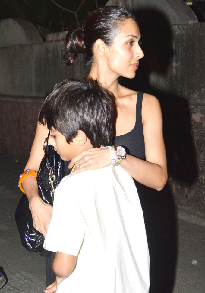 Malaika With Son Arhaan At Dabangg 2 Special Screening