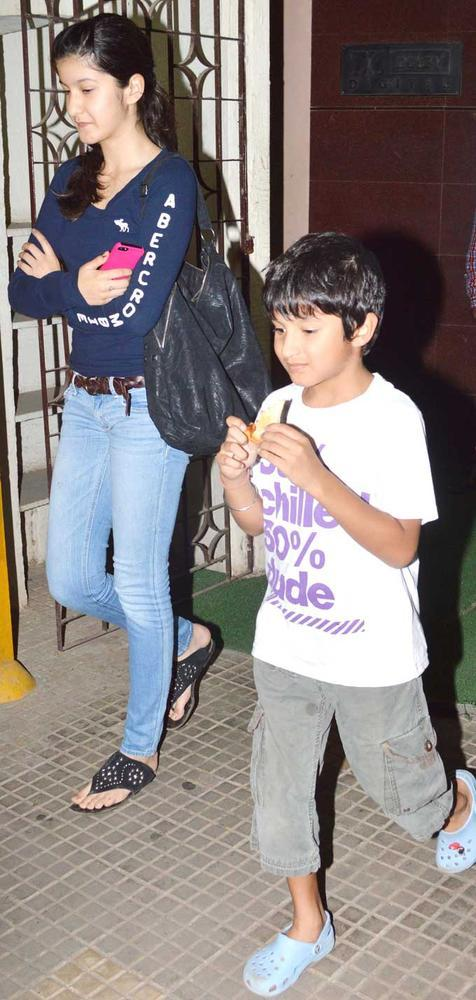 Sanjay Kapoor Daughter Shania Walks On At Dabangg 2 Special Screening