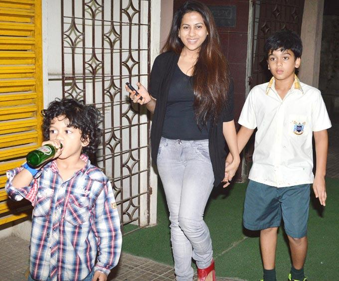 Wardha With Children Subhan And Sufyan Clicked At Dabangg 2 Special Screening
