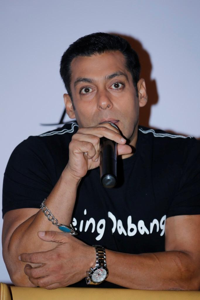 Salman Khan Speaks Still At Hyderabad To Promote Dabangg 2