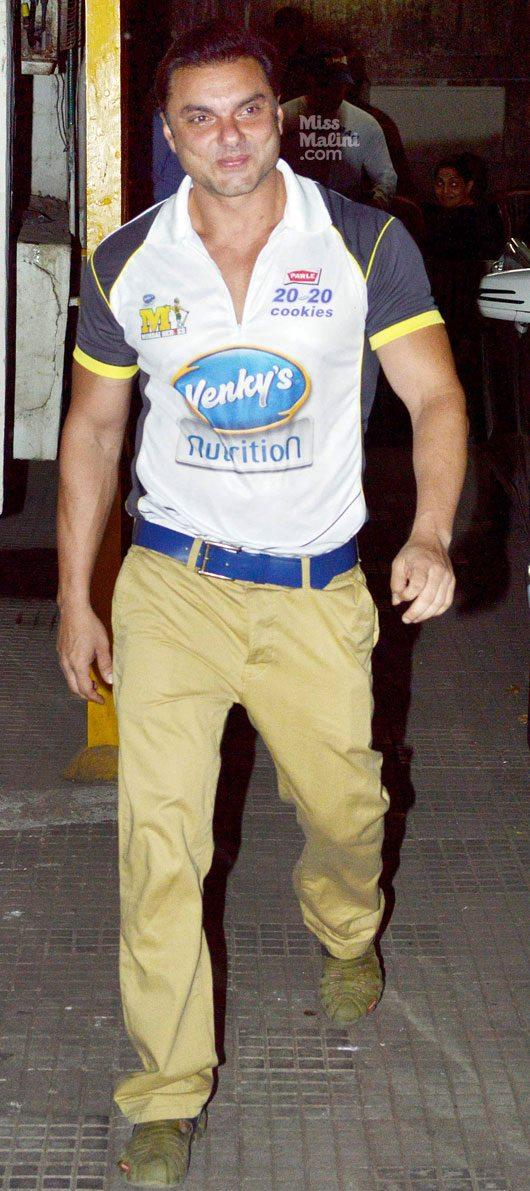 Sohail Khan Walks In Solo At Dabangg 2 Screening Event