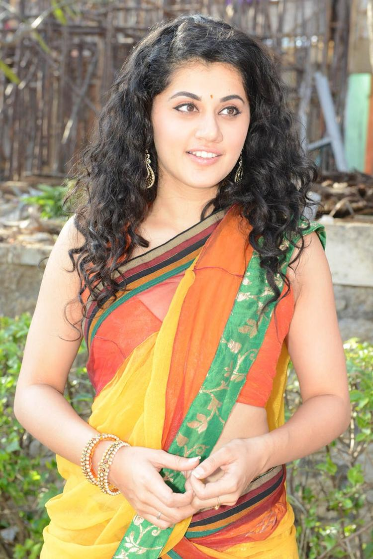 Taapsee Pannu Charming Look At Muni 3 Movie Launch Event