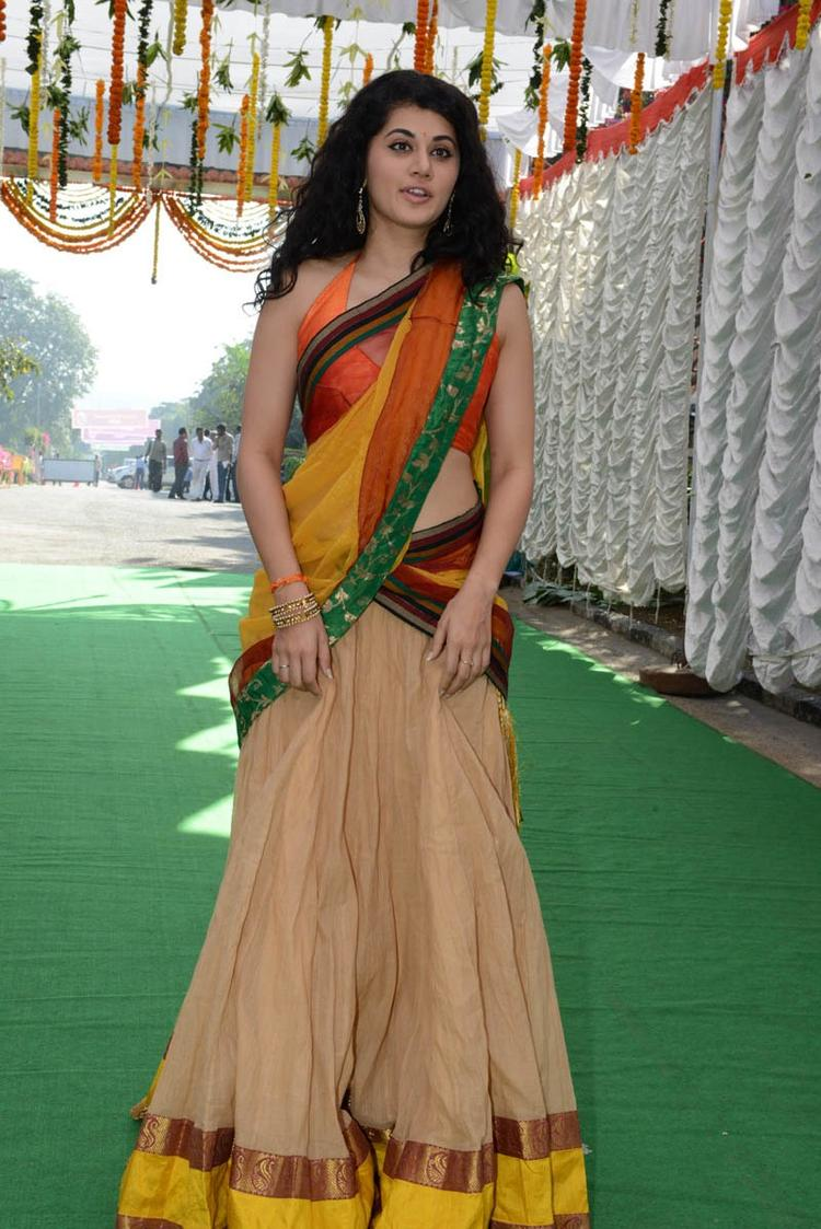 Taapsee Pannu Cool Look During The Muni 3 Movie Launch Event